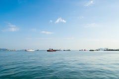 Fracht- und Transportschiffe zu den Clan-Anlegestellen in Penang Lizenzfreies Stockfoto