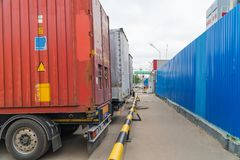 Frachtbehältertransport stockfotos
