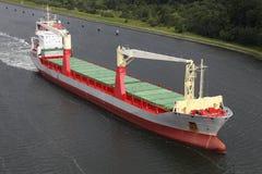 Frachter auf Kiel-Kanal lizenzfreie stockfotografie