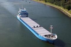 Frachter auf Kiel-Kanal stockfoto