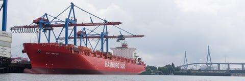 Frachter im Hafen Stockfoto