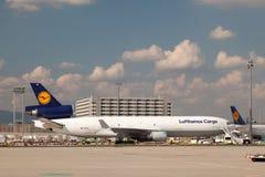 Frachter Lufthansa Cargos MD-11 Stockfotografie