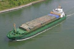 Frachter mit Fracht Lizenzfreie Stockbilder