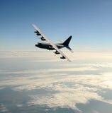 Frachtflugzeug im Flug Lizenzfreie Stockfotografie