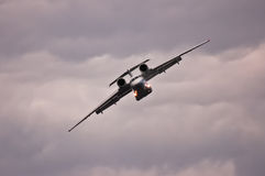 Frachtflugzeuge, die Wendung machen Lizenzfreie Stockfotos
