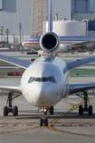 Frachtflugzeuge Federal Express Fedex McDonnell Douglas MD-11F an internationalem Flughafen Los Angeless lizenzfreie stockfotografie