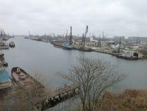 Frachtflusshafen stockbilder