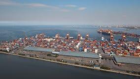Frachtindustriehafenvogelperspektive Manila, Philippinen lizenzfreie stockfotos