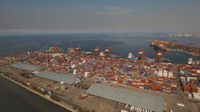 Frachtindustriehafenvogelperspektive Manila, Philippinen stockbild
