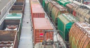 Frachtlastwagen an der Station Lizenzfreies Stockfoto