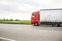 Frachtowi pojazdy na śladzie Frachtowy samochód ciężarówka Obraz Royalty Free