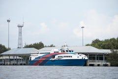 Frachtschiff in Asien lizenzfreies stockbild