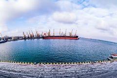 Frachtschiff im Kanal Lizenzfreie Stockbilder