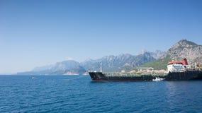 Frachtschiff im Mittelmeer, Ansicht Stockfoto