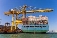 Frachtschiff-Ladenbehälter stockfotos