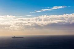 Schiffs-Ozean-Bestimmungsort-Sonnenaufgang-Horizont Stockbild