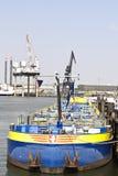 Frachtschiff und Hafenkran Lizenzfreies Stockbild