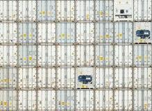 Frachtversandverpackungen an den Docks Stockbild