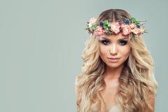 Fractalbild der Blumen Perfekte junge Frau mit Blumen Lizenzfreie Stockfotos