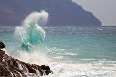 Fractura de la ola oceánica fotografía de archivo libre de regalías