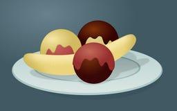 Fractura de plátano con tres bolas del helado Imagenes de archivo