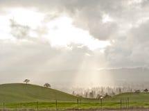 Fractura ligera a través de las nubes Fotografía de archivo