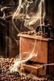 Fragancia de las semillas frescas del café imagen de archivo