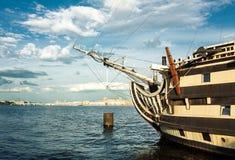 Fragata no rio Fotos de Stock Royalty Free