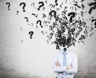 Fragezeichen anstelle eines Kopfes Lizenzfreie Stockfotos
