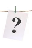 Fragezeichen auf dem Leinennetzkabel Stockfotografie