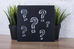 Fragezeichen auf Tafel Lizenzfreie Stockfotos