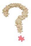 Fragezeichen gebildet durch Puzzlespiele Stockbilder