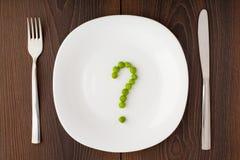 Fragezeichen gemacht von den Erbsen auf Platte Stockfoto