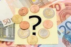 Fragezeichen hinter dem Geld Stockfotografie
