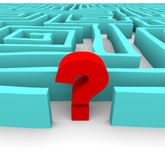 Fragezeichen im blauen Labyrinth Lizenzfreies Stockfoto