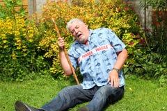 Fragile dell'uomo senior caduto Fotografia Stock