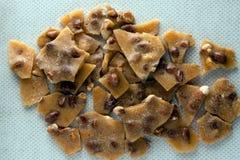 Fragile di arachide su fondo crema strutturato Fotografia Stock Libera da Diritti