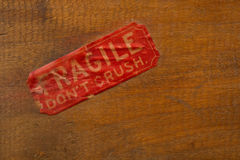 Fragile Label on Wood Royalty Free Stock Photos