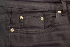 Fragment av överkanten av den svarta jeansen Arkivfoto
