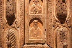 Fragment av carvings av den kyrkliga porten, 11th århundradekonst från lägre Svaneti region Georgiskt nationellt museum Royaltyfri Fotografi