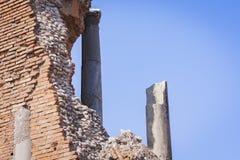 Fragment av den antika amfiteatern Teatro Greco i Taormina, Sicilien, Italien royaltyfria foton