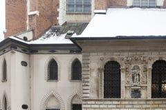 Fragment av den fasadgarneringSt Mary domkyrkan i Krakow, Polen Arkivfoton