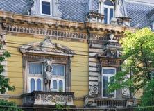 Fragment av den gamla byggande fasaden i list, Bulgarien arkivbild