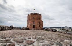 Fragment av den gamla staden med det berömda Gediminas tornet i Vilnius Arkivfoto