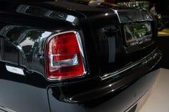 Fragment av den i naturlig storlek lyxiga bilen Rolls Royce Phantom Series II (efter 2012) Arkivbilder