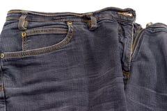 Fragment av den kvinnor använda svarta jeansen på vit bakgrund Fotografering för Bildbyråer