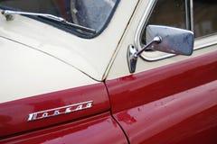Fragment av den retro gamla bilen Volga GAZ Arkivfoto
