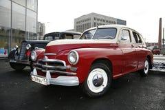 Fragment av den retro gamla bilen Volga GAZ Royaltyfria Bilder