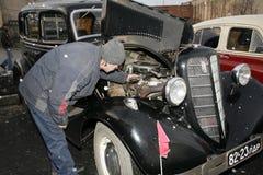 Fragment av den retro gamla bilen Volga GAZ - M1, de berömda högre tjänsteman för bilen för `-emka` under WW2EN - USSR 1930 Arkivbild