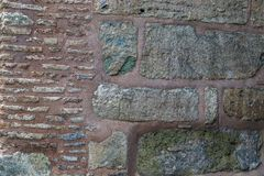 Fragment av det bysantinska murverket av väggarna av Hagiaen Soph royaltyfri foto